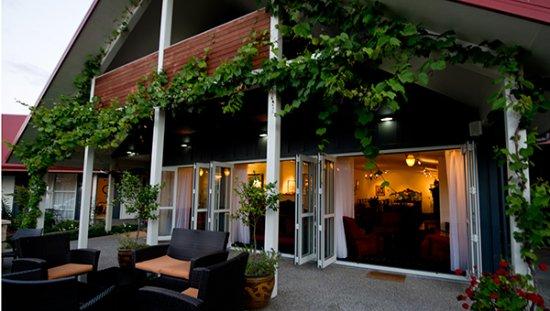 Pohara, Nouvelle-Zélande : Outdoor cocktail patio