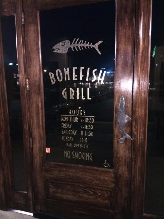 Bonefish Grill: Entrance to a great place to eat!!