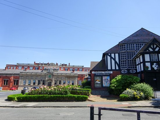 Port Sunlight, UK: The facory behind the theatre