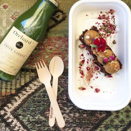 Bondi, ออสเตรเลีย: Green garden juice and carrot cake!