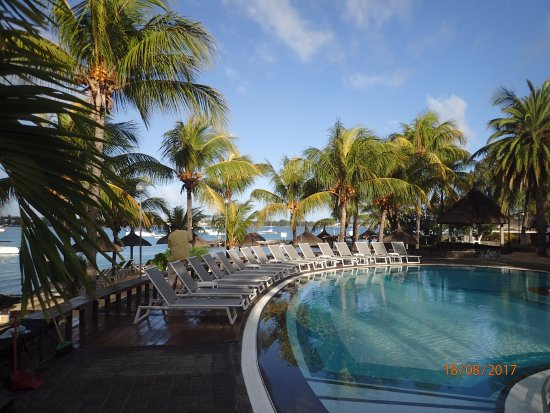 Veranda Grand Baie Hotel & Spa : La seconde piscine avec l'océan juste derrière