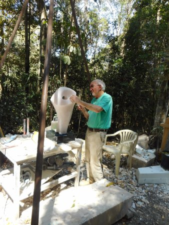 Mount Glorious, Australia: Graham Radcliffe working on a piece.