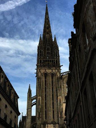 Cathedrale St-Corentin: Beautiful church.