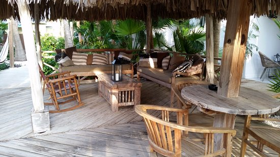 Paradera, Aruba: Some tables along the garden