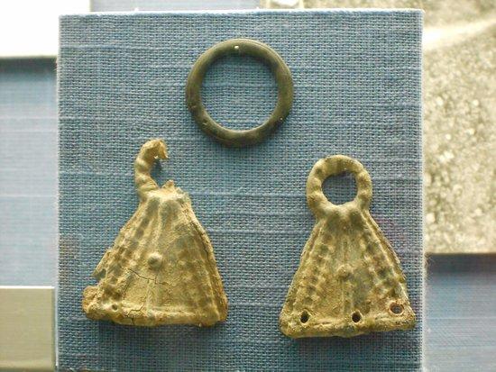 Faverges, França: paire de boucles d'oreille (Antiquité)