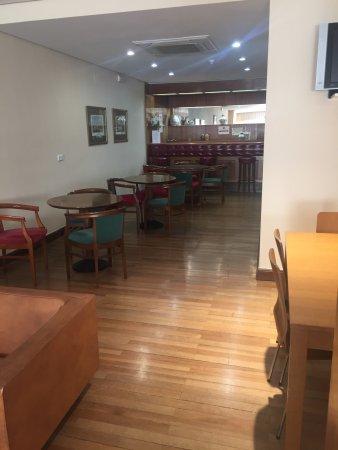 Hostal Residencia Don Diego: Hostal muy agradable, limpio y confortable con el personal muy amable y profesional.