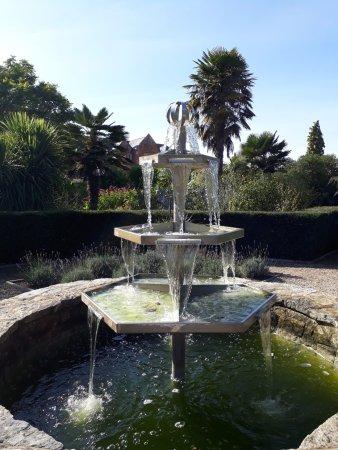 Walled Gardens of Cannington: modern fountain