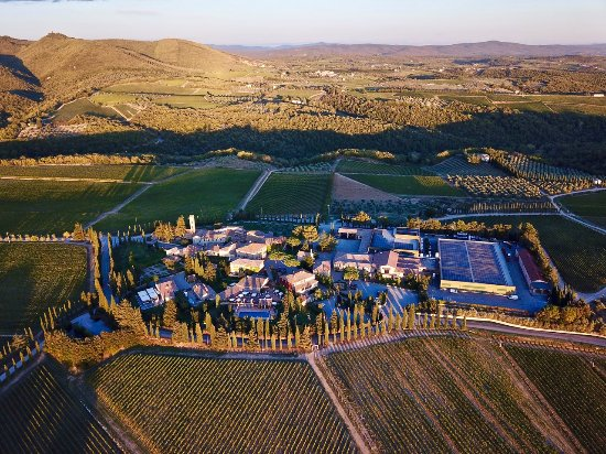 Hotel Borgo San Felice: Drone photo looking down at the hotel and vineyards