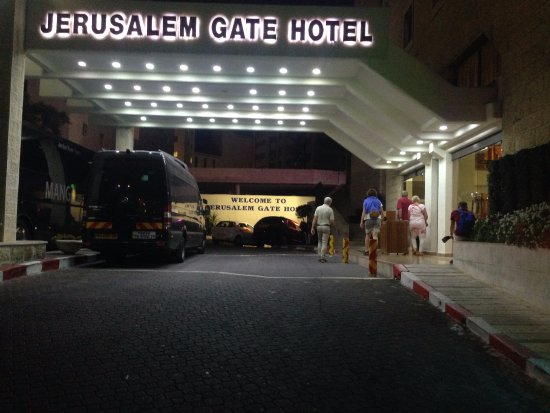 Jerusalem Gate Hotel: exterior, evening