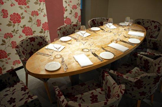 Tisch 1 f r 8 personen picture of restaurant esszimmer - Esszimmer fellbach ...