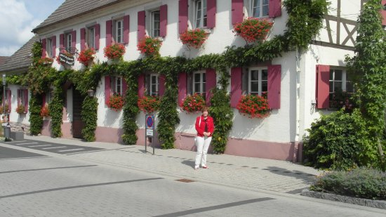 Iffezheim, Allemagne : Front of hotel