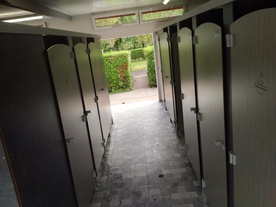 Urrugne, France: Some doors to the outside could be closed to avoid cold in the showers
