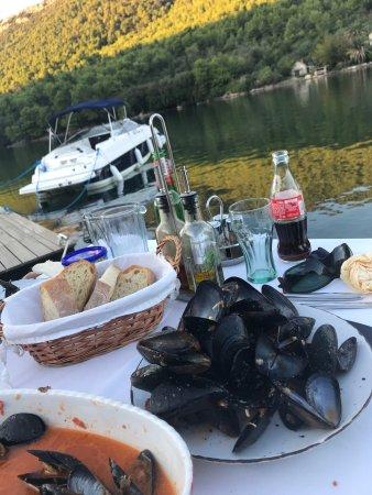 Ston, Croatia: Vom Tisch aus der Bootssteg (Privat)