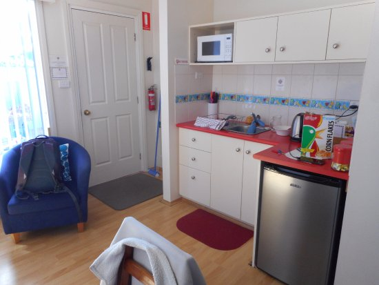 Port Sorell, Australien: Small kitchen in the Dolphin Suite