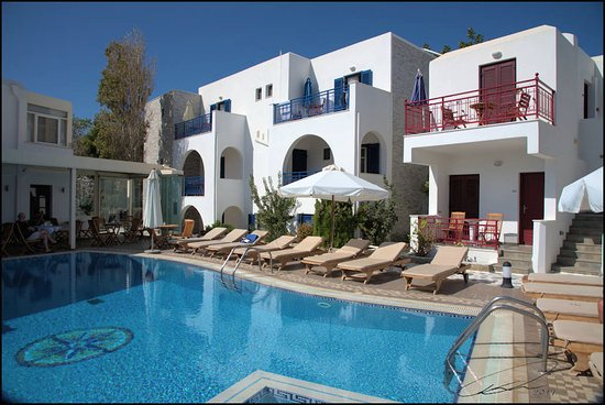 هوتل كاترينا: Pool area, rooms, and breakfast area