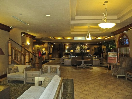 Banff Caribou Lodge & Spa: The lounge area