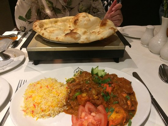 Leominster, UK: Chicken osmuna + tandoori nan