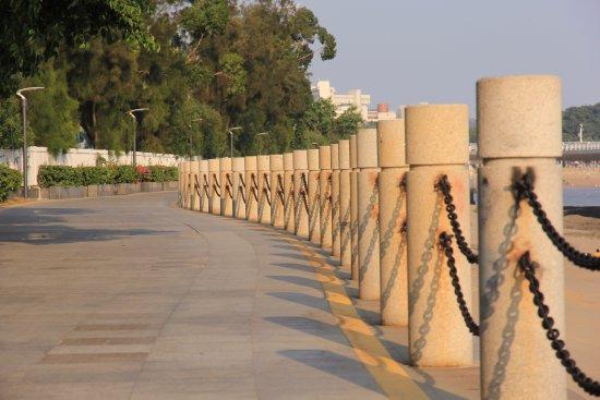 Xiamen University: Sea walk pavement