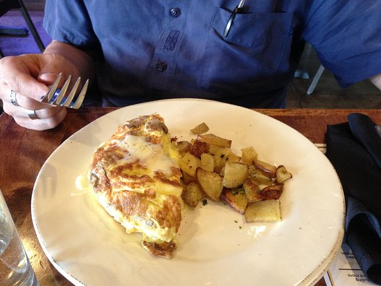 Eau Claire, WI: Omelet with Side
