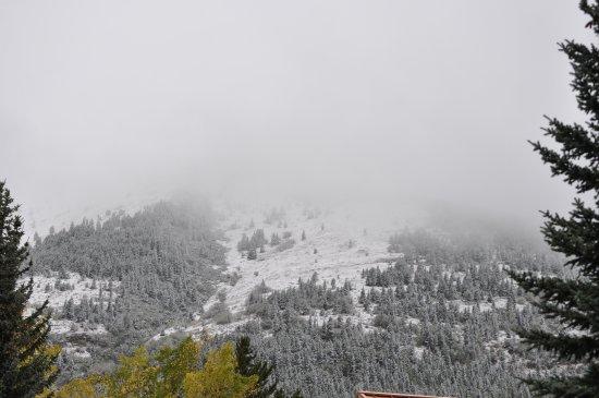 Kananaskis Country, Canada: Snow on the mountains