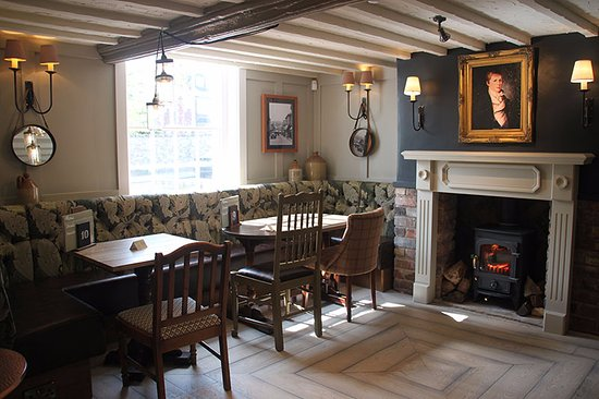 Weaverham, UK: One of our two roaring fires