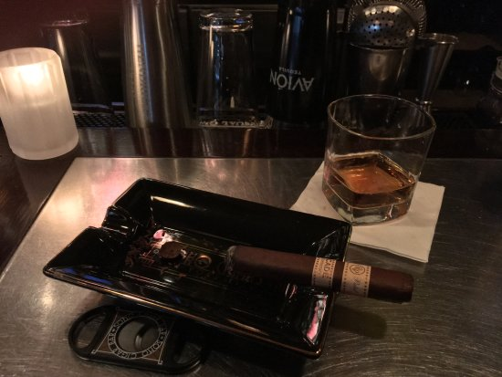 Angel's Envy & Rocky Patel Decade - Picture of Soho Cigar