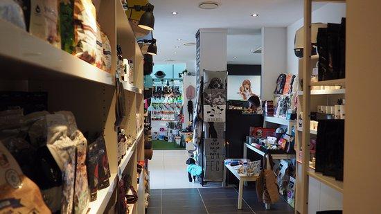 Peregian Beach, أستراليا: Inside the store