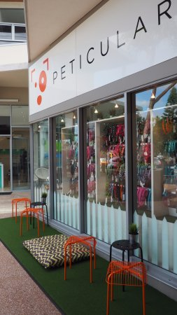Peregian Beach, Australië: Front window and seating area