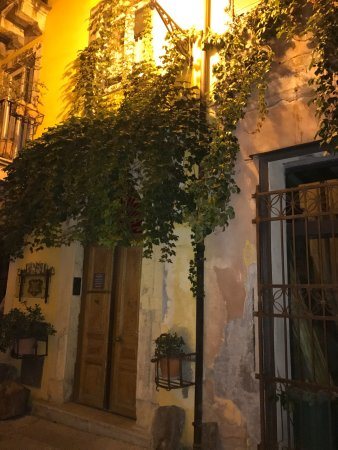 Bed & Breakfast Catania Globetrotter: Lovely alleyway outside room at Globetrotter
