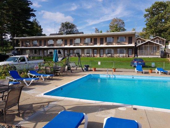 Half Moon Motel Cottages Mit Pool