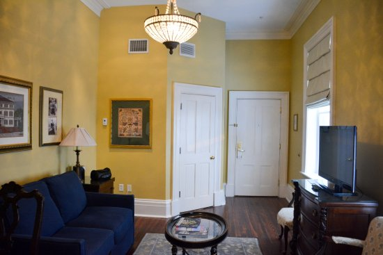The Marshall House: Sitting Room of a Delux King Suite