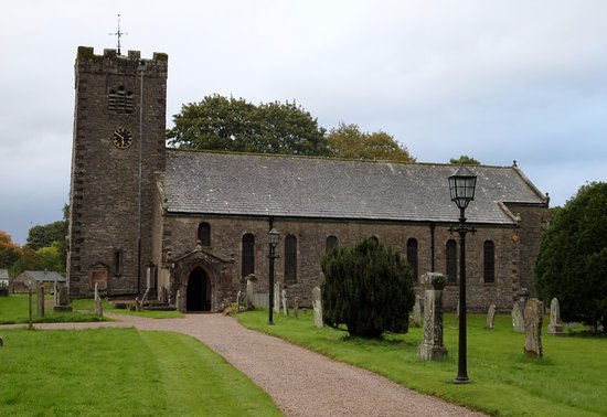 Ravenstonedale, UK: The south side of Saint Oswald's
