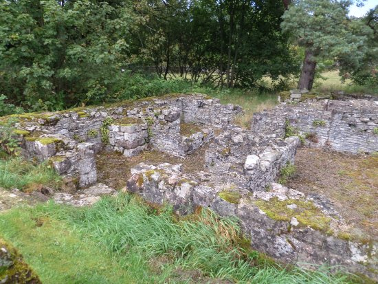 Ravenstonedale, UK: The ruined cloisters and chapter house