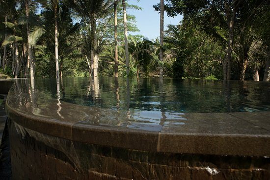 Kayumanis Ubud Private Villa & Spa: Main pool; nobody there
