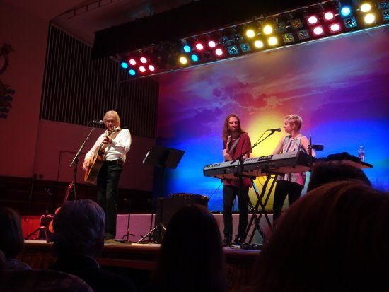 Worthing, UK: Justin Hayward