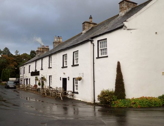 Ravenstonedale, UK: The Kings Head Inn from the outdoor seating area
