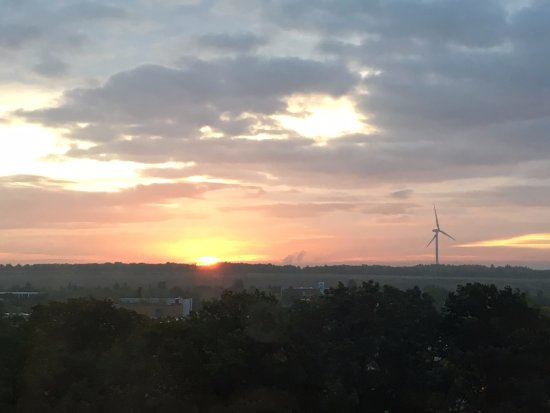 Best Western Premier Parkhotel Kronsberg: View of sunrise from the room on 7th floor