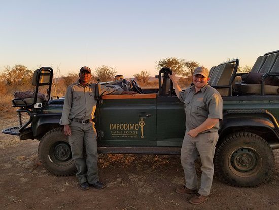 Impodimo Game Lodge: Our guide Tyrone & tracker Sam w/ the jeep we rode in twice each day