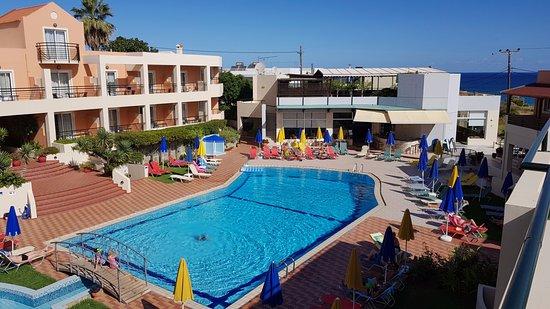 Pegasus Hotel: Pool area