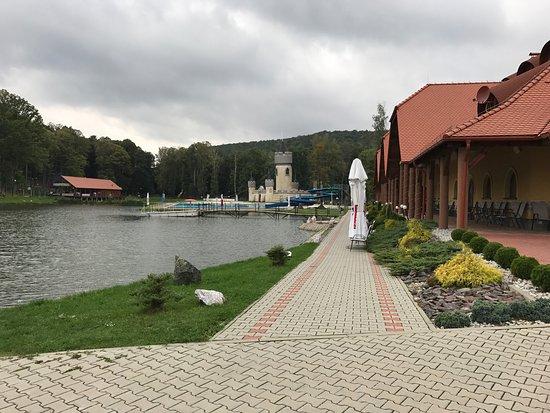 Jarnoltowek, Polonia: Kilka zdjec z obiektu, grzybek pochodzi z kręgielni, widoczny jest takze na zewnetrznej elewacji
