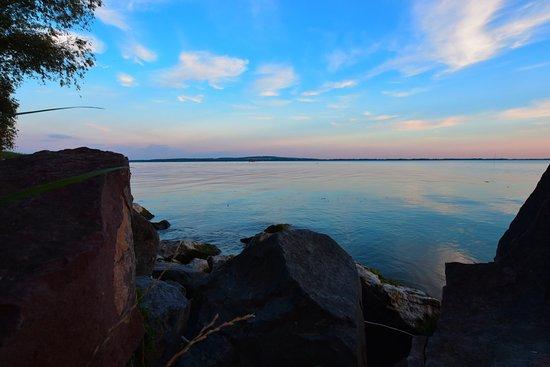 Vonyarcvashegy, Ungheria: Der See am Abend