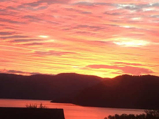 The Rooms at Woody Point: Sunrise from The Rooms
