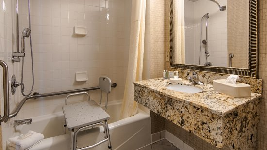 Morristown, TN: Some of our accessible rooms feature tub/shower units