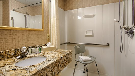 Morristown, TN: Two accessible guest rooms feature roll-in showers
