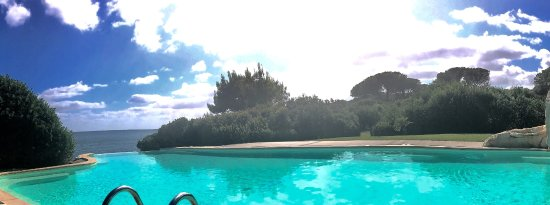 Fertilia, Italy: Relaxing Infinity Pool