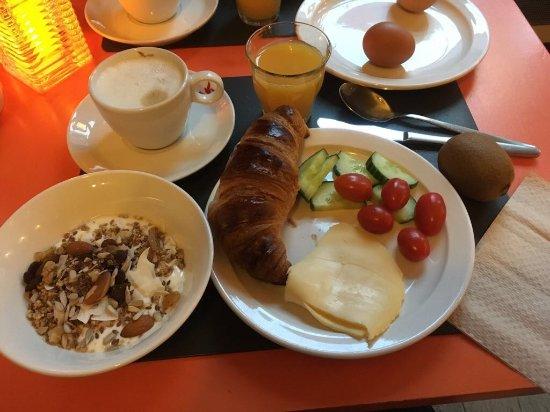 Hotel La Boheme: Breakfast at the hotel