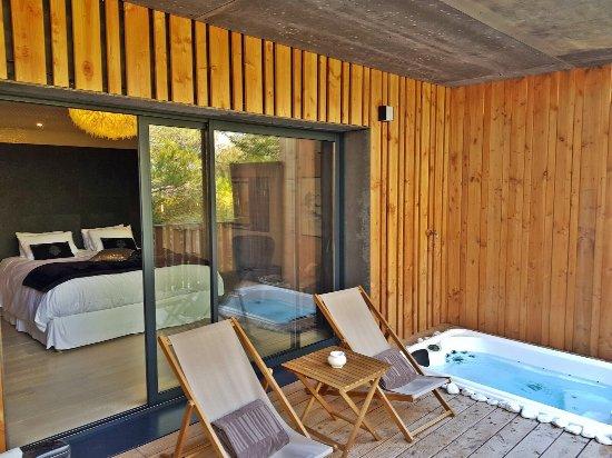 bien loin d 39 ici spa b b. Black Bedroom Furniture Sets. Home Design Ideas