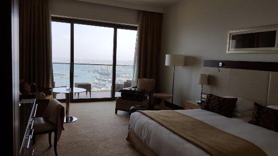 El Aurassi Hotel: Vista de la habitación y la terraza adyacente