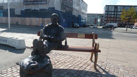 Historiske spor (Skulpturgruppe med havnearbejdere)