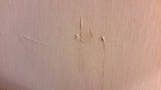 Hudsonville, MI: Filthy old dingy marked up walls throughout.